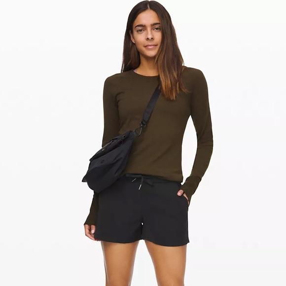 "NEW Lululemon On the Fly Shorts Mid rise 2.5"""